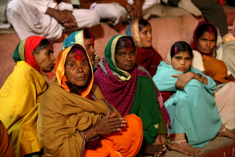 Women praying in Varanasi