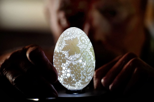 part_7/75405/533605-650-1452509505-This-Eggshell-Has-More-Than-20000-Holes-Drilled-In-It.jpg