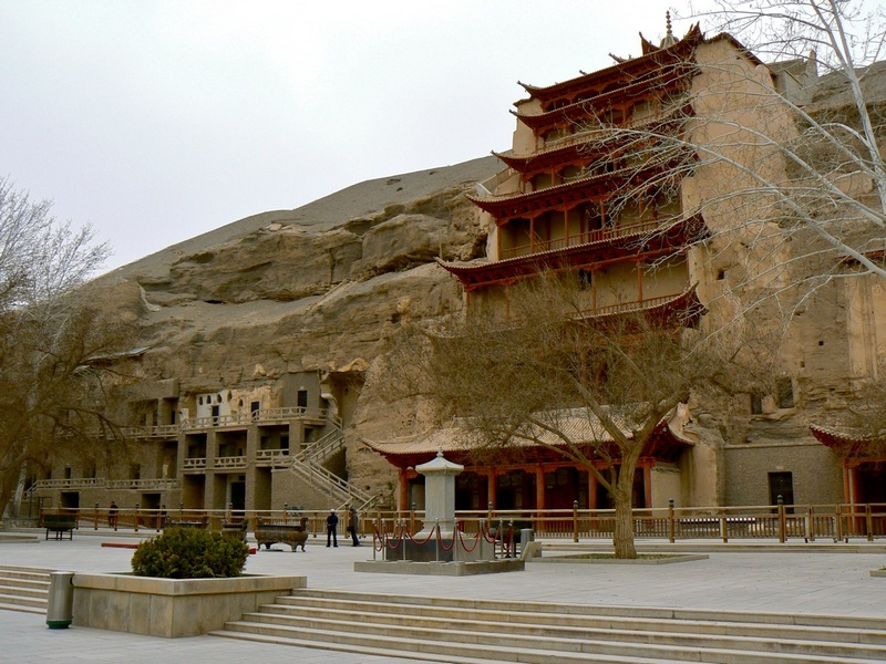 Mogao_Caves_Dunhuang.jpg