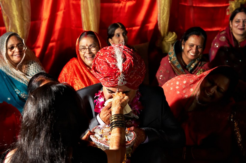 http://i203.photobucket.com/albums/aa186/brul_photo/indian%20wedding/060.jpg